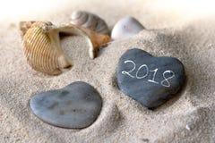 2018 sur les cailloux en forme de coeur Photo stock