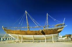 Traditionelles dhau im Bau in einem wharft in Oman Stockbilder