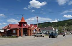 """Sur Sana """"une rue au centre de secteur Ulagan de la République d'Altai photographie stock"""