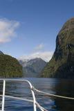 Sur un bateau par les sons douteux photographie stock libre de droits