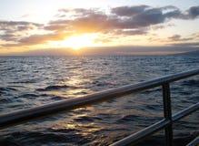 Sur un catamaran dans l'océan pacifique outre d'Oahu Image stock