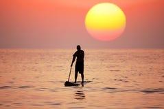 Sur un coucher du soleil Photographie stock libre de droits