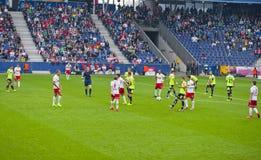 Sur un match de football images stock