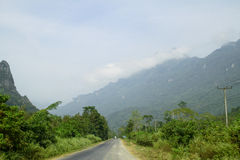 Sur une route rurale, Vang Vieng, Laos Photographie stock