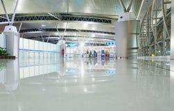 SURABAYA, INDONÉSIA - 25 de março de 2016: Aeroporto internacional de Surabaya Juanda - intierior Surabaya, East Java Imagem de Stock Royalty Free
