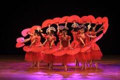 Surabaya Indonésia, o 29 de julho de 2016 desempenhos da dança do bailado foto de stock
