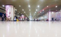 SURABAYA INDONESIEN - mars 25, 2016: Surabaya Juanda internationell flygplats - intierior Surabaya East Java Royaltyfri Foto