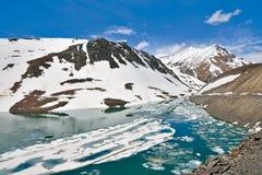 Suraj Taal Lake bij Baralacha-La, lahaul-Spiti, Himachal Pradesh India Royalty-vrije Stock Foto's