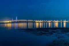 Suramadu桥梁在晚上 库存照片