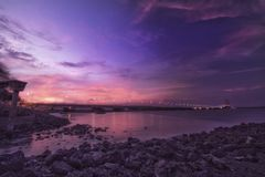 suramadu桥梁风景看法在madura海峡 免版税图库摄影
