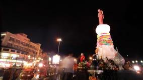 Suranaree纪念碑在Korat的晚上 图库摄影