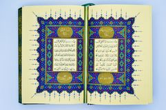 Surat al-Fatiha Sommige verzen van Qur ?, die het Heilige Boek van Moslims is Kalligrafische kalligrafie, stock foto