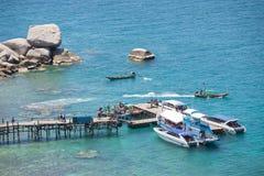 Surat Thani, am 15. Juni 2016:: Thailändisches hölzernes Boot für Reise am por Stockfotografie