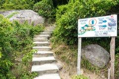 SURAT THANI, TAILÂNDIA - 29 DE SETEMBRO: Placa do sinal na vista famosa Fotos de Stock