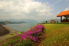 SURAT THANI TAJLANDIA, Styczeń, - 19, 2014: Ratchaprapha tama w Kh Zdjęcie Stock