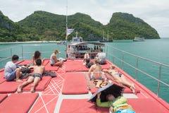 SURAT THANI TAJLANDIA, WRZESIEŃ, - 26, 2017: niezidentyfikowani touris Zdjęcie Royalty Free