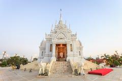 SURAT THANI, THAILAND - 2. JANUAR: Der Stadt-Säulen-Schrein stockbilder