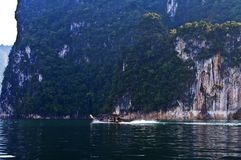 SURAT THANI, THAILAND - JANUARY 6 : Thai people sail long tail boat serviced for sending and receiving in Cheow Lan Lake at Ratcha. Prapa Dam on January 6, 2013 Royalty Free Stock Photos