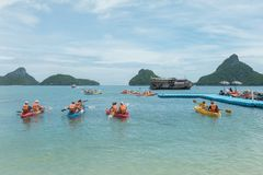 SURAT THANI, THAILAND - 26. SEPTEMBER 2017: nicht identifizierte touris Lizenzfreies Stockfoto