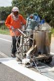 SURATTHANI, ТАИЛАНД - 9-ое января: Команда гражданской работы работника дальше Стоковые Изображения RF