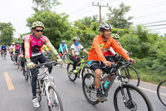 SURATTHANI, TAJLANDIA †'JUN 21: Rower turystyki kampania dla trav Zdjęcie Stock