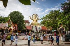 Suratthani, Thailand - December 31: Bezoekers aan Boedha imag Stock Afbeeldingen