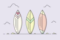 Surboards på en strand Arkivfoto