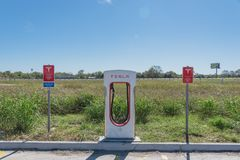 Surchauffeur de Tesla dans Flatonia, le Texas, Etats-Unis Photographie stock libre de droits