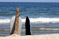 Surf boards. In the beach Royalty Free Stock Images