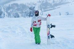 Surf des neiges de femme Snowboarder surf des neiges de neige d'hiver photo stock