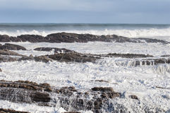 Surf on the rocks Stock Photography