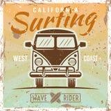 Surfa den kulöra tappningaffischen för buss Vektor Illustrationer