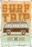Surfa den kulöra tappningaffischen med bussen Vektor Illustrationer