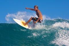 Surfa en vinka Arkivbild