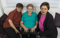 Surfa för tre aktivt systermedborgare Arkivbild