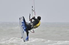 Surfa in i luften. Arkivbilder
