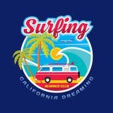 Surfa - Kalifornien drömmer - vektorillustrationbegrepp i grafisk stil för tappning för t-skjorta och annan tryckproduktion Arkivbilder