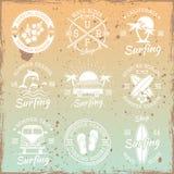Surfa ljusa emblem för vektor på ljus bakgrund Stock Illustrationer