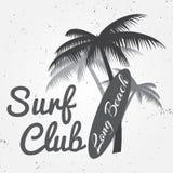 Surfa sommar för klubbabegreppsvektorn som surfar det retro emblemet Surfareklubbaemblem, utomhus baner, tappningbakgrund Brännin