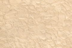 Surface beige faite des travaux au pinceau approximatifs du plâtre comme fond images libres de droits