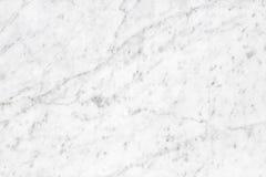 Surface blanche de lumière naturelle de marbre de Carrare pour la salle de bains ou le kitch Image libre de droits