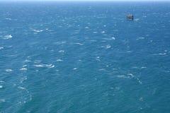 Surface bleue d'eau de mer images libres de droits