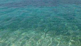 Surface calme étonnante d'océan dans le bleu et le vert banque de vidéos