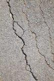 Surface cassée de route locale images stock