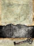 Surface déchirée par grunge avec la clé antique Photos libres de droits