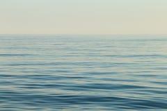 Surface de mer calme Images libres de droits