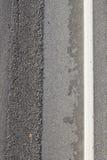 Surface de route goudronnée rugueuse Photographie stock