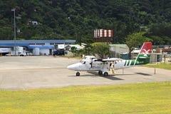 Surface des lignes aériennes locales à l'aéroport international des Seychelles sur Mahe Island Photos stock