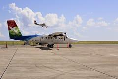 Surface des lignes aériennes locales chez les Seychelles internationales Photo libre de droits