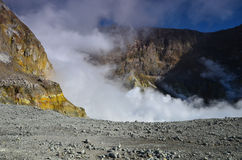 Surface du cratère d'un volcan actif Quelque part en Nouvelle Zélande Image stock